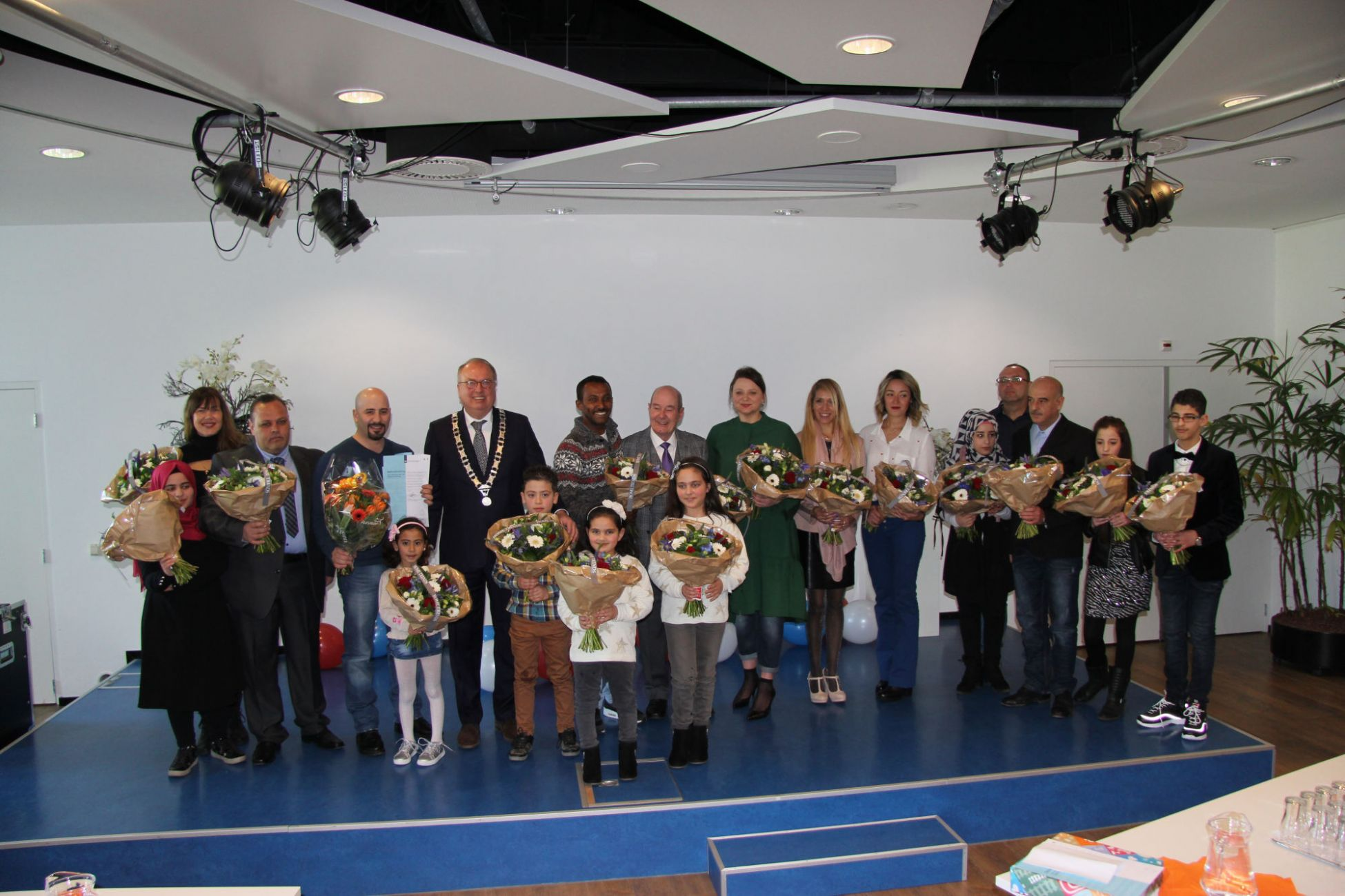 e1c867fd517 boeren kalender 2015 Burgemeester Van der Velden leidt feestelijke  naturalisatieceremonie