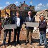 Gedenkplaten voormalige dorpshuis 'De Coorndijk' overgedragen