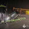 Automobilist ramt hek en belandt in sloot