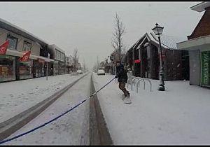 Snowboarden over de winkelstraat