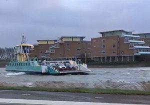 Pontje Nieuw-Beijerland heeft moeite met storm