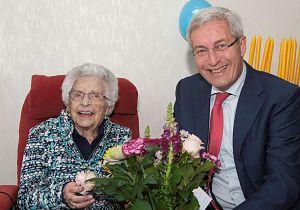 Mevrouw Hoogstad-Niemantsverdriet viert 100e verjaardag