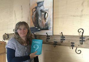 Oud-Strijense publiceert haar vierde boek: De hemelse relatiecoach