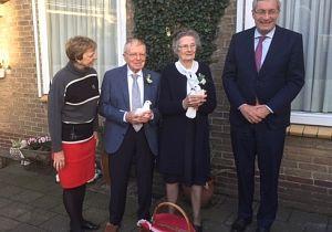Echtpaar Valk uit 's-Gravendeel 60 jaar getrouwd