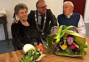 Echtpaar Barth uit 's-Gravendeel 65 jaar getrouwd