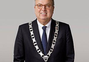 Burgemeester Van der Velden legt functie neer vanwege gezondheid12-03-2019