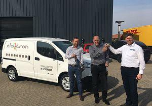 Bedrijfswagencentrum Hoeksche Waard levert 100% elektrische Nissan bestelwagen aan Eleqtron