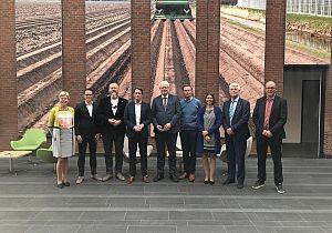 B&W brengt bezoek aan Van Iperen in Westmaas