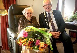 Mevrouw Van Zanen-van Nes uit Puttershoek vierde 104e verjaardag