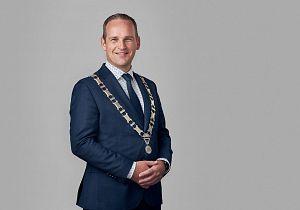 Eindelijk installatie burgemeester Van Hemmen