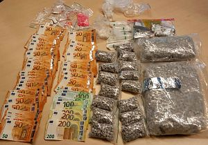 Politie vindt grote hoeveelheid verboden middelen