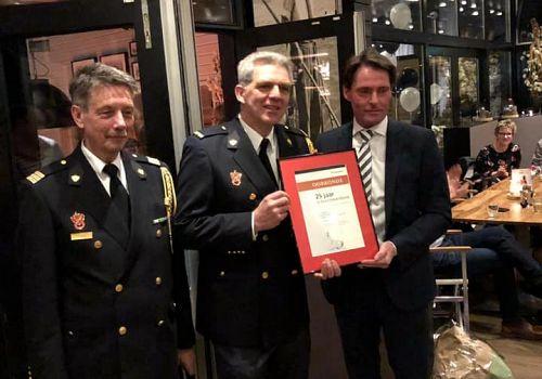 Brandweer Oud-Beijerland zet Leo Markus in het zonnetje