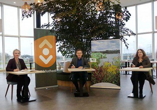 Bibliotheek Hoeksche Waard en gemeente tekenen samenwerkingsovereenkomst